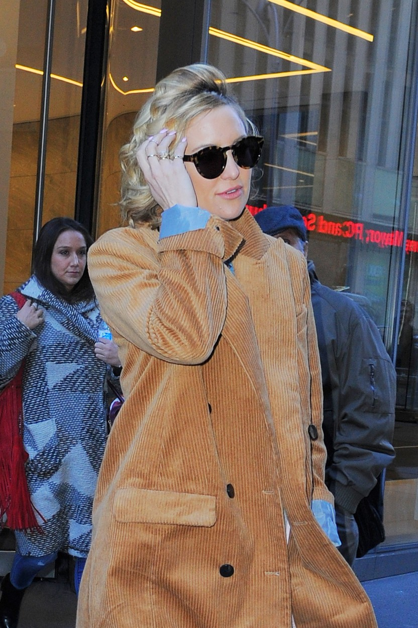 MANHATTAN, NY - FEBRUARY 18, 2016: Kate Hudson seen out in Manhattan in a brown corduroy Topshop trench coat on FEBRUARY 18, 2016 in New York, Image: 274730437, License: Rights-managed, Restrictions: *US MAGAZINES-PLEASE REPORT USAGE* **FEE MUST BE AGREED PRIOR TO USAGE** ***E-TABLET/IPAD & MOBILE PHONE APP***, Model Release: no, Credit line: Profimedia, Buzzfoto