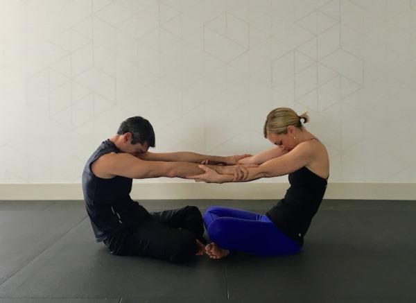 Йога пози за двама