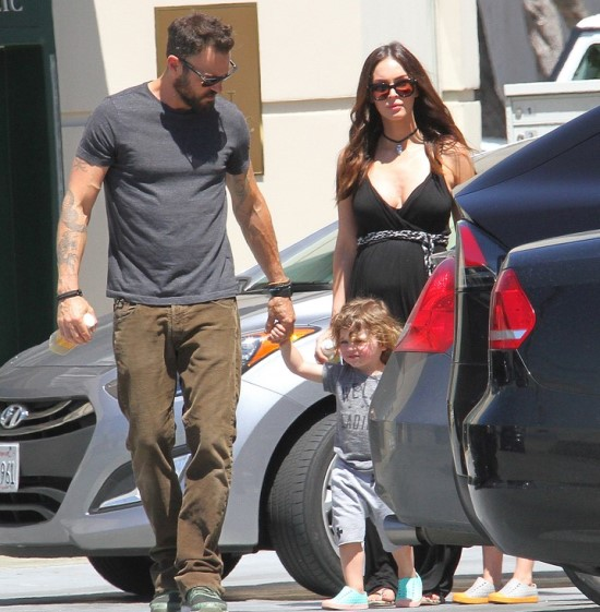 150789, Pregnant Megan Fox and estranged husband Brian Austin Green are spotted taking their sons Noah and Bodhi to the Farmers Market in Studio City. Los Angeles, California. Sunday April 17th 2016., Image: 282006516, License: Rights-managed, Restrictions: , Model Release: no, Credit line: Profimedia, Pacific coast news