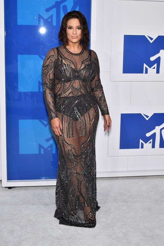 Ashley Graham at arrivals for 2016 MTV Video Music Awards VMAs - Arrivals 3, Madison Square Garden, New York, NY August 28, 2016., Image: 298148524, License: Rights-managed, Restrictions: For usage credit please use; Steven Ferdman/Everett Collection, Model Release: no, Credit line: Profimedia, Everett