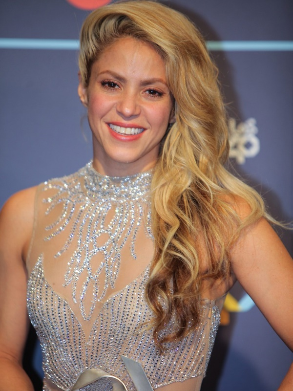 shakira-golden-music-2