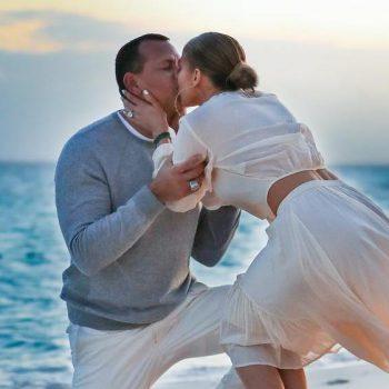 Уникални снимки от предложението за брак на Алекс Родригес